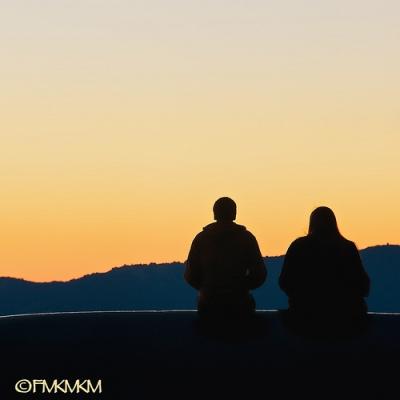 foto siluet pasangan kekasih